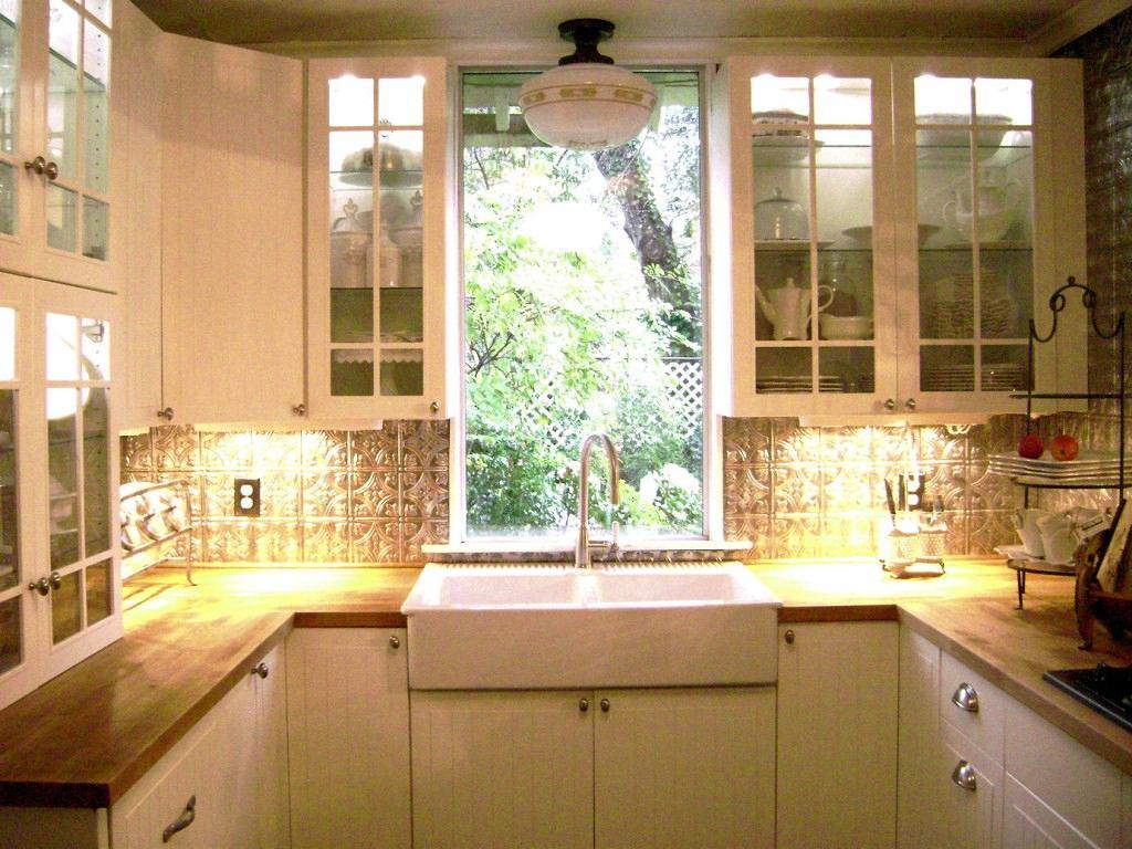 Кухня в цветах: белый, бежевый. Кухня в стиле американский стиль.