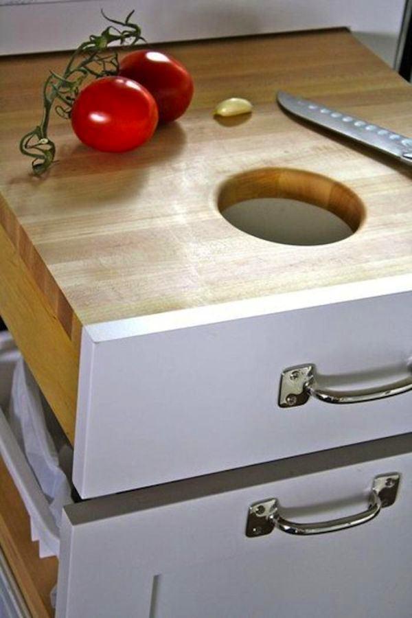 Кухня в цветах: серый, светло-серый, белый, коричневый, бежевый. Кухня в стиле эклектика.