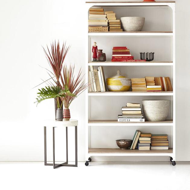 Мебель и предметы интерьера в цветах: серый, светло-серый, бежевый. Мебель и предметы интерьера в стиле этника.