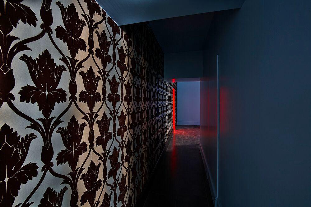 Гостиная, холл в цветах: бирюзовый, серый, темно-коричневый. Гостиная, холл в стиле эклектика.