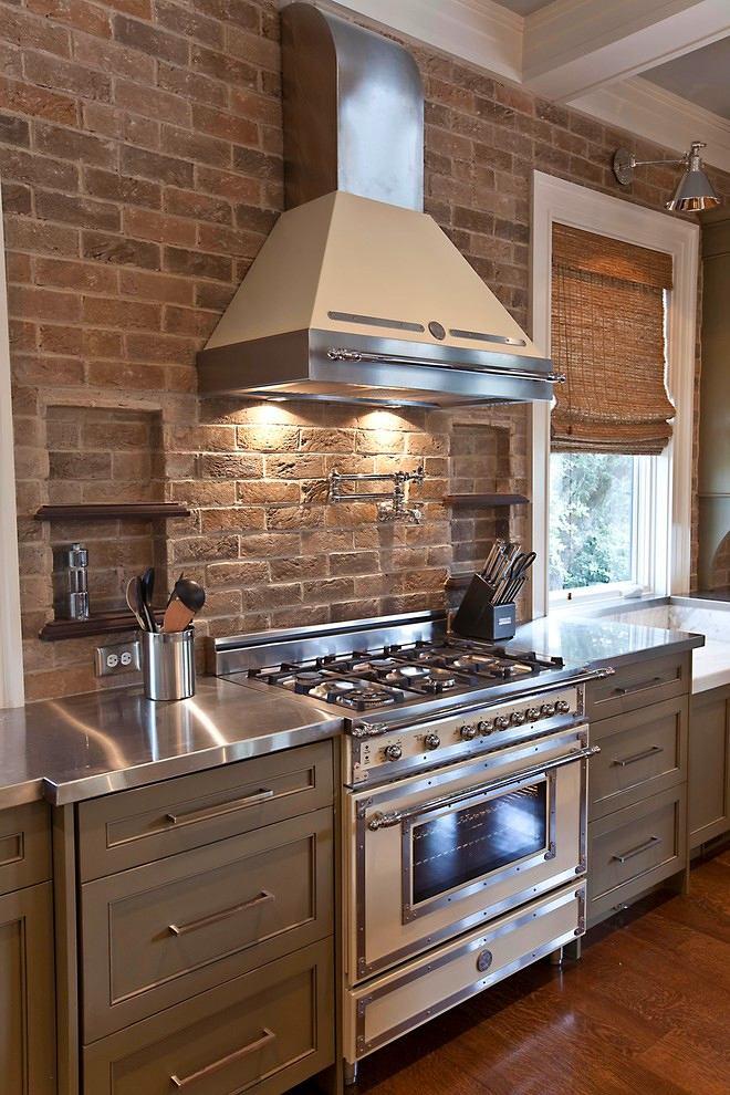 Кухня в цветах: серый, темно-коричневый, коричневый, бежевый. Кухня в стиле лофт.