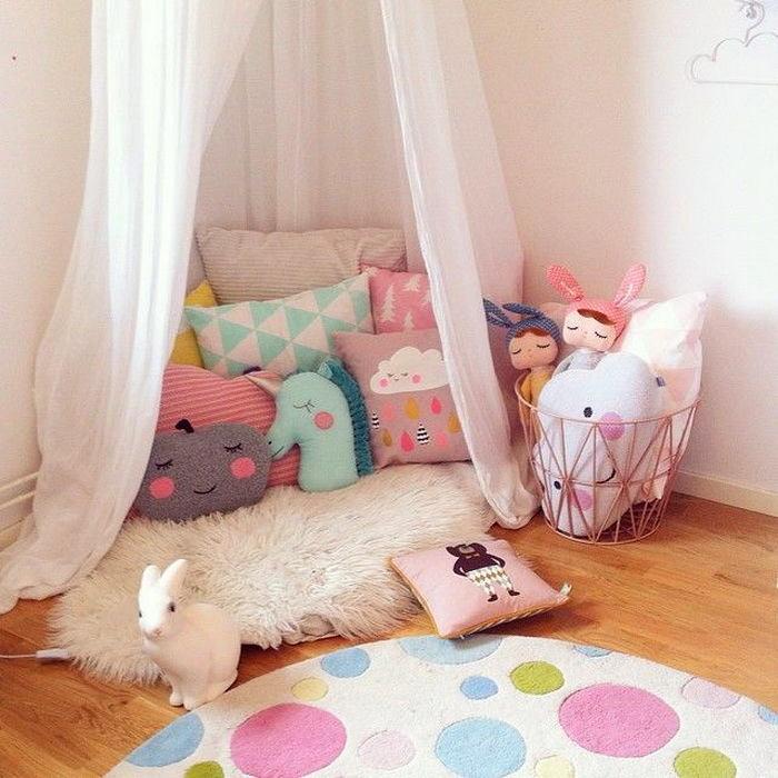 Детская в цветах: белый, розовый, бежевый. Детская в .