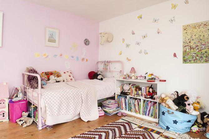 Детская в цветах: желтый, серый, белый, бежевый. Детская в стиле английские стили.