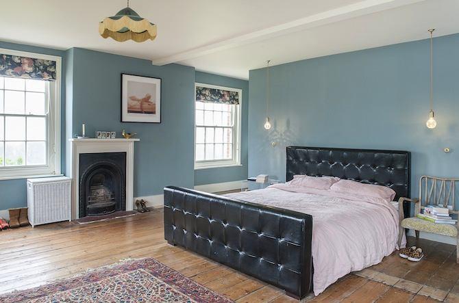 Спальня в цветах: черный, серый, белый, бежевый. Спальня в стиле английские стили.