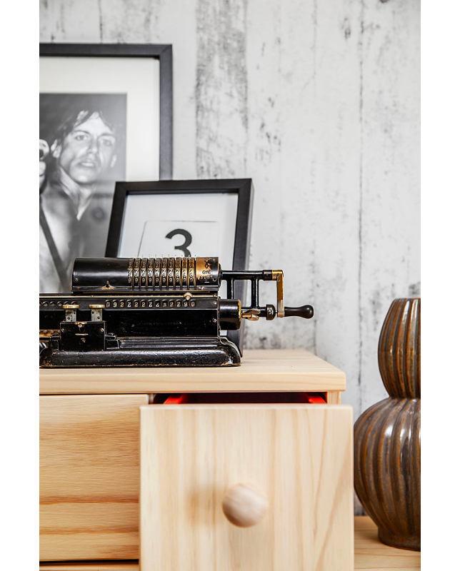 Мебель и предметы интерьера в цветах: желтый, черный, серый, светло-серый. Мебель и предметы интерьера в стиле скандинавский стиль.
