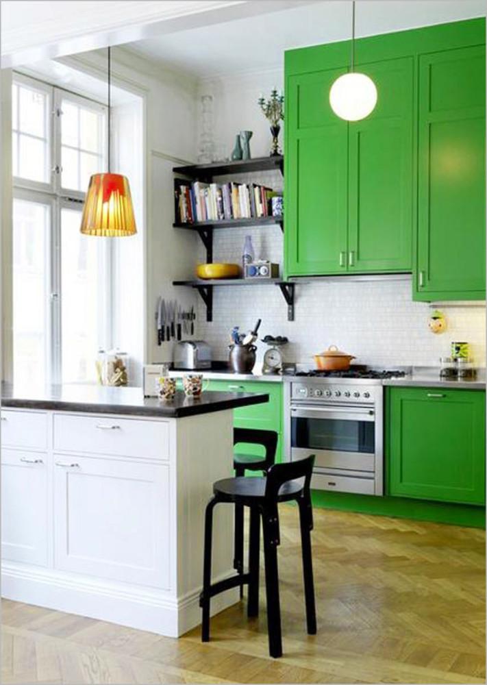 Кухня в цветах: белый, темно-зеленый, бежевый. Кухня в стиле минимализм.
