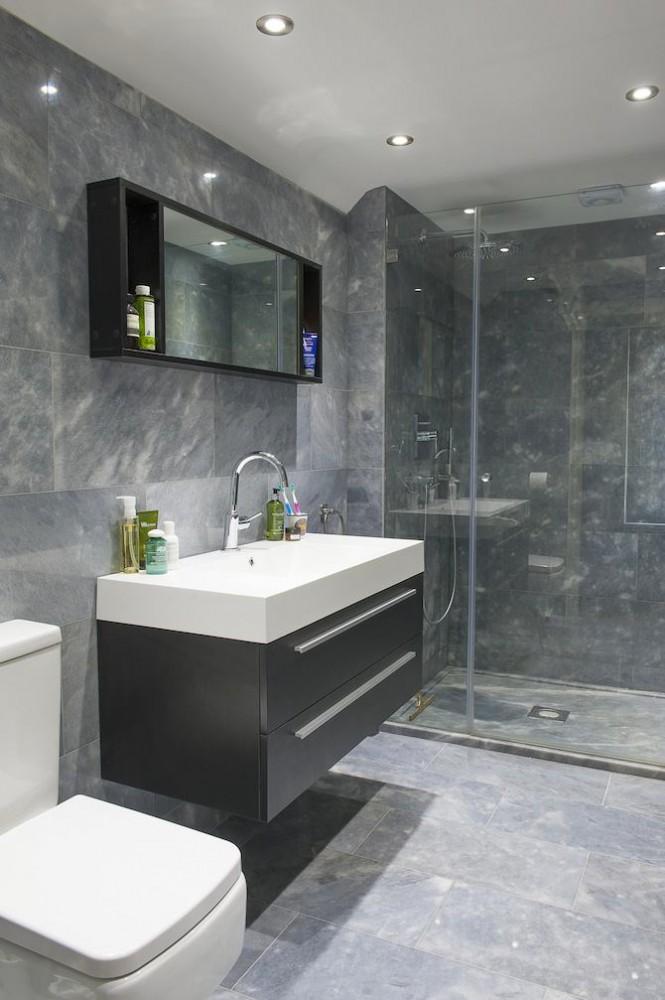 Ванная в цветах: черный, серый, светло-серый, белый, бежевый. Ванная в стиле минимализм.