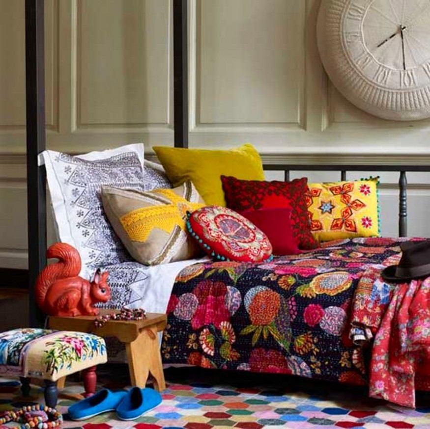 Мебель и предметы интерьера в цветах: красный, оранжевый, бирюзовый, серый, светло-серый. Мебель и предметы интерьера в стиле эклектика.
