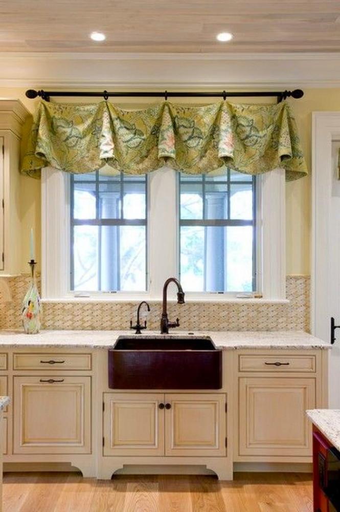 Кухня в цветах: светло-серый, белый, бежевый. Кухня в стиле классика.