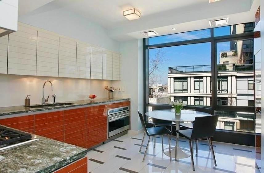 Кухня в цветах: черный, серый, светло-серый, бордовый. Кухня в стиле американский стиль.