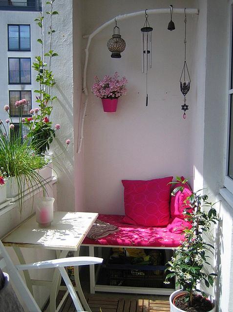 Балкон, веранда, патио в цветах: белый, розовый. Балкон, веранда, патио в .